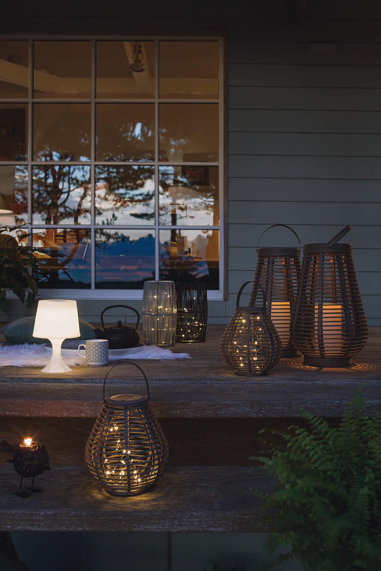 Lampe et lanternes solaires chez jardiland for Decoration jardin jardiland