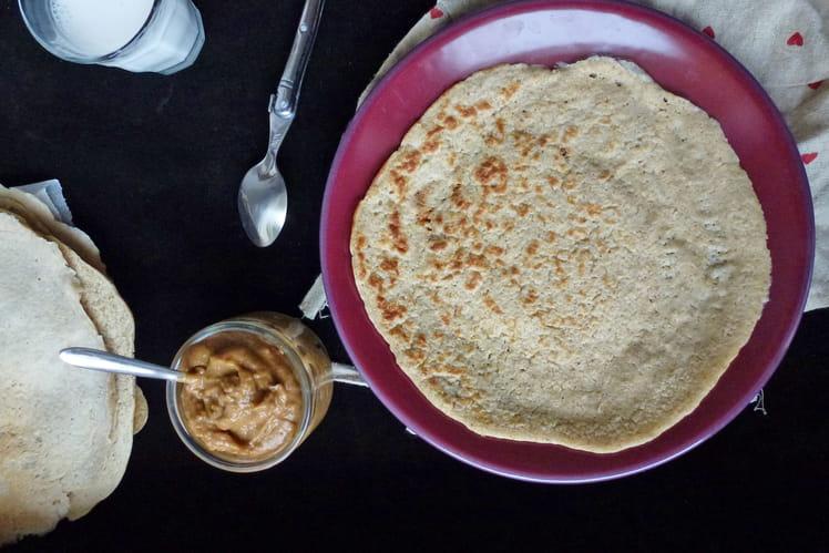 Crêpes de flocons d'avoine et crème d'abricots secs