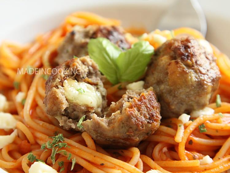 Recette de boulettes de viande farcies la mozzarella - Viande facile a cuisiner ...