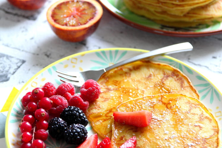 Pancakes sans gluten aux fruits rouges et sirop d'érable