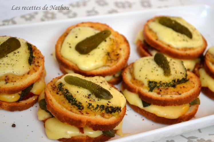 Petits croques à la raclette et moutarde à l'ancienne