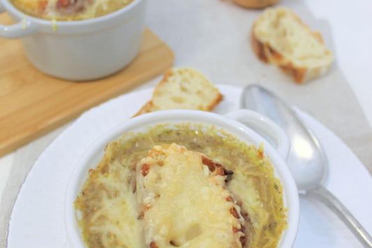 Soupe à l'oignon jaune gratinée