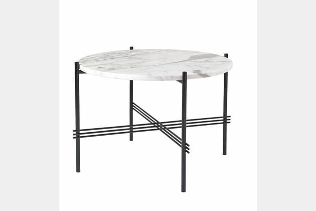 une table basse en marbre. Black Bedroom Furniture Sets. Home Design Ideas