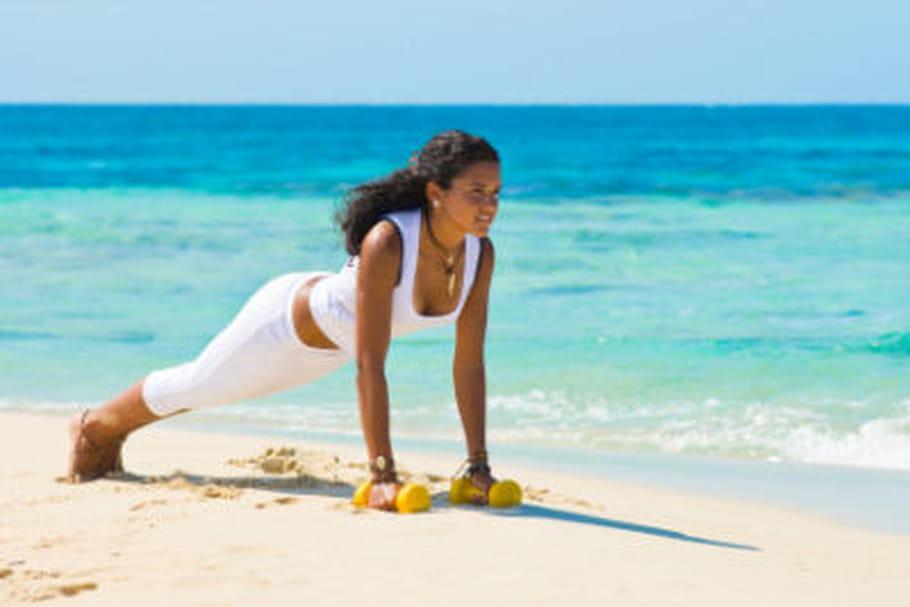En vacances, les femmes préfèrent le sport à la détente
