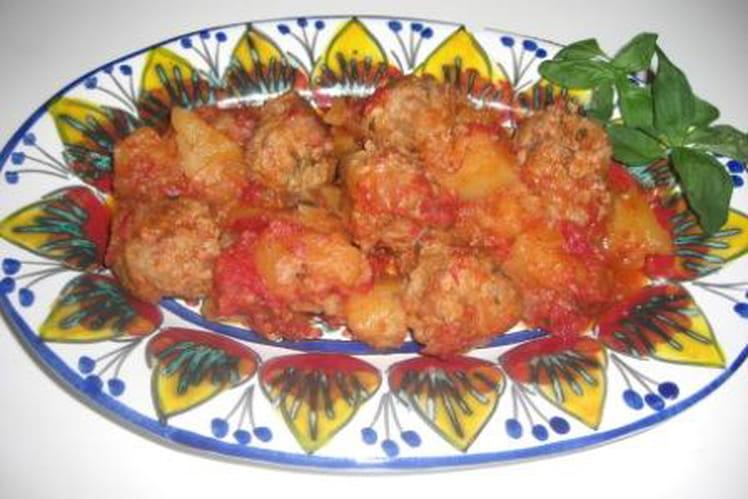 Boulettes de viande en sauce avec pommes de terre