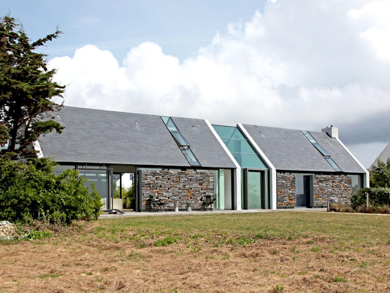 Une long re bretonne entre pierre et verre - Maison bretonne moderne ...