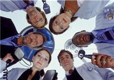 l'équipe de house pratique pour chaque patient pléthore d'examens... on a