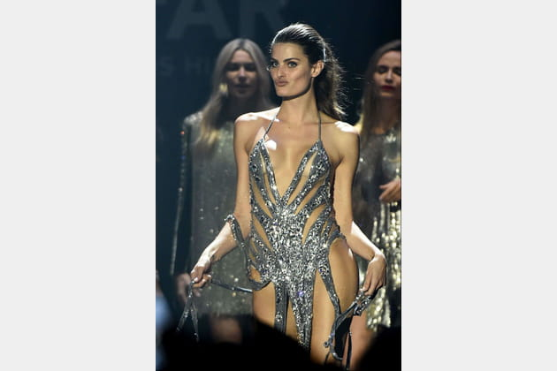 Isabeli Fontana nous fait un charleston sexy