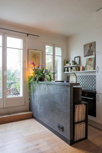 Une cuisine grise en béton