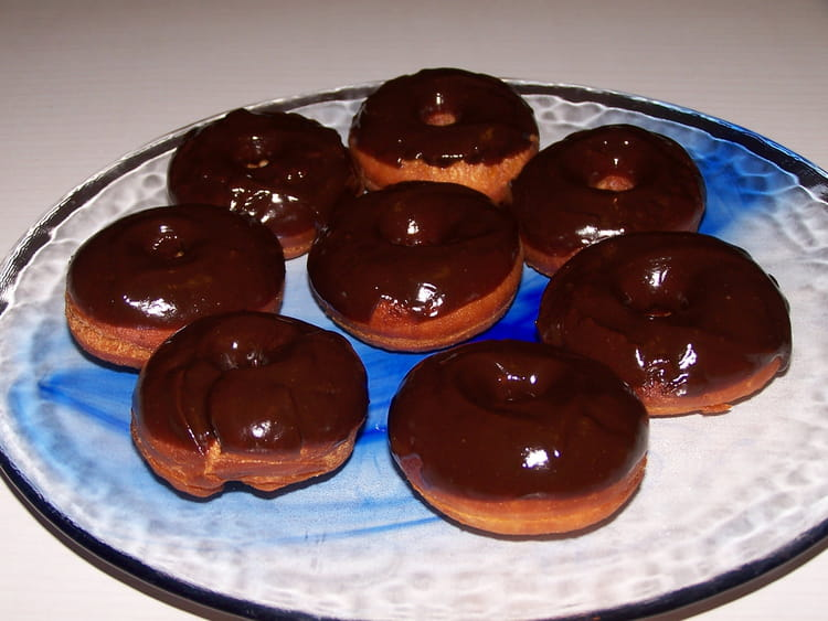 recette de donuts au chocolat la recette facile. Black Bedroom Furniture Sets. Home Design Ideas