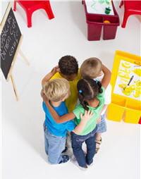 a l'école, la proximité des enfants favorise les contaminations.