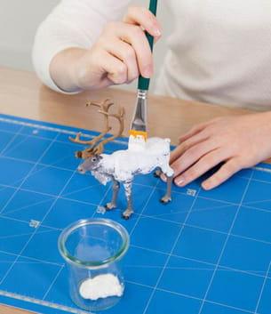 peindre une autre figurine 'renne' en blanc