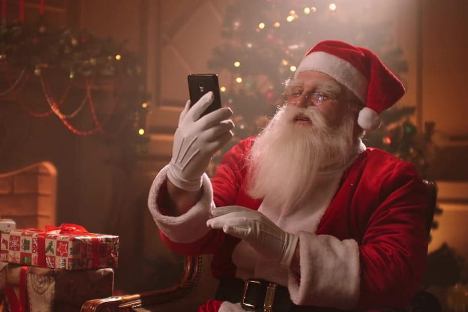 En 2020, le Père Noël parle aux enfants en visio!