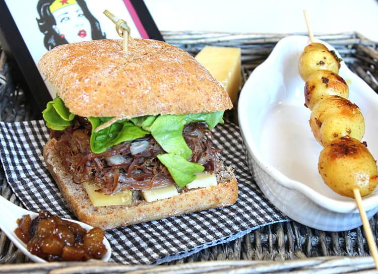 recette de burger au confit de canard cantal chutney de poires et brochette de pommes de terre. Black Bedroom Furniture Sets. Home Design Ideas