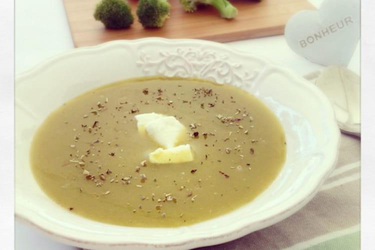 Potage de brocolis et courgettes, sauge et féta
