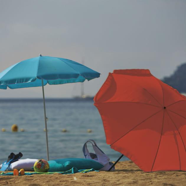 Parasol de plage Gassin chez Alinéa