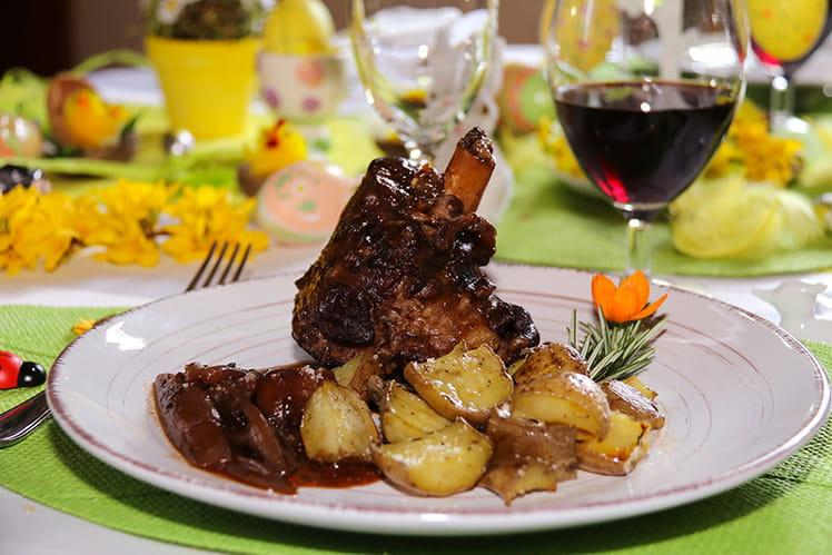 Souris d'agneau braisée au vin rouge et aux échalotes
