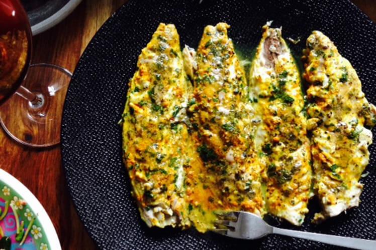 Filets de maquereaux grillés au curcuma et coriandre fraîche