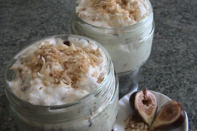 Mousse au miel, figues et coco