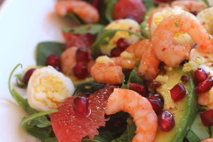 Salade d'avocats, pamplemousse rose, grenade et crevettes