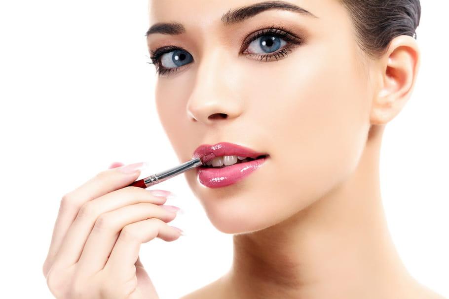 Le rouge à lèvres poudre: gadget ou nouvel indispensable?