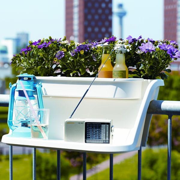 une jardini re multifonction pour le balcon. Black Bedroom Furniture Sets. Home Design Ideas