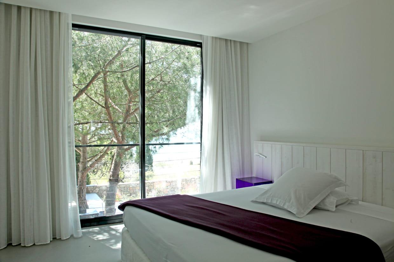 chambre au milieu des branches. Black Bedroom Furniture Sets. Home Design Ideas