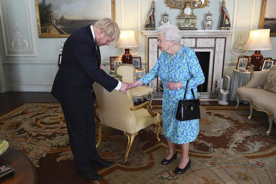 BoJo, Queen Elizabeth II et ce it anti-canicule qui enflamme le Web