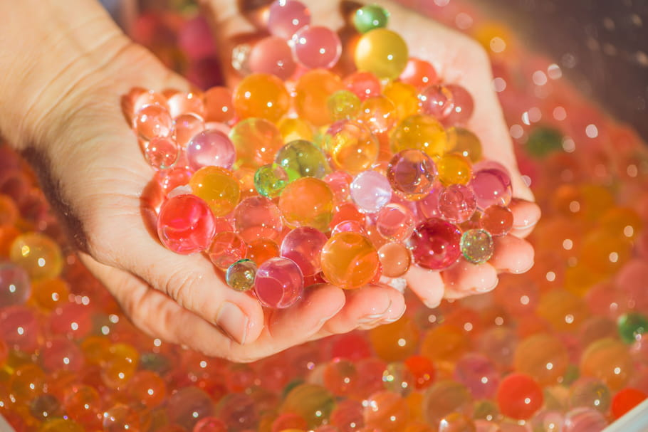 Bulles ou perles d'eau: des risques d'ingestion chez les enfants