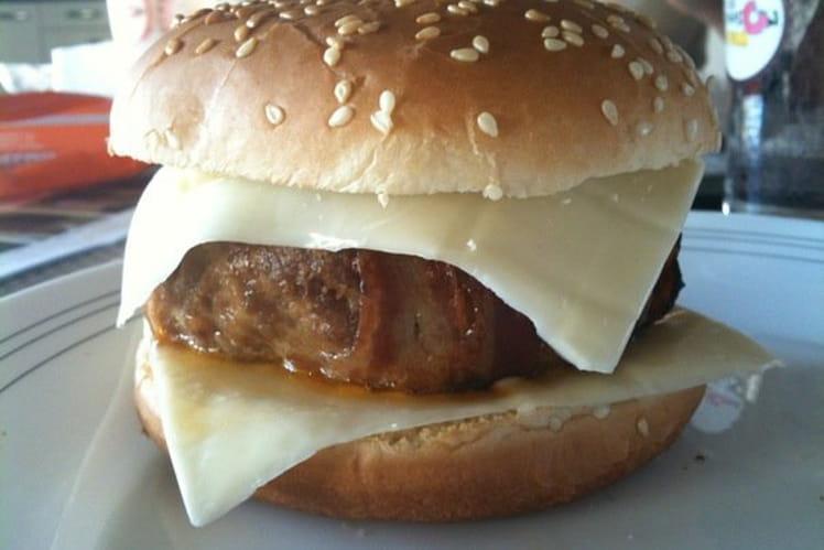 Hamburger au boeuf et au bacon