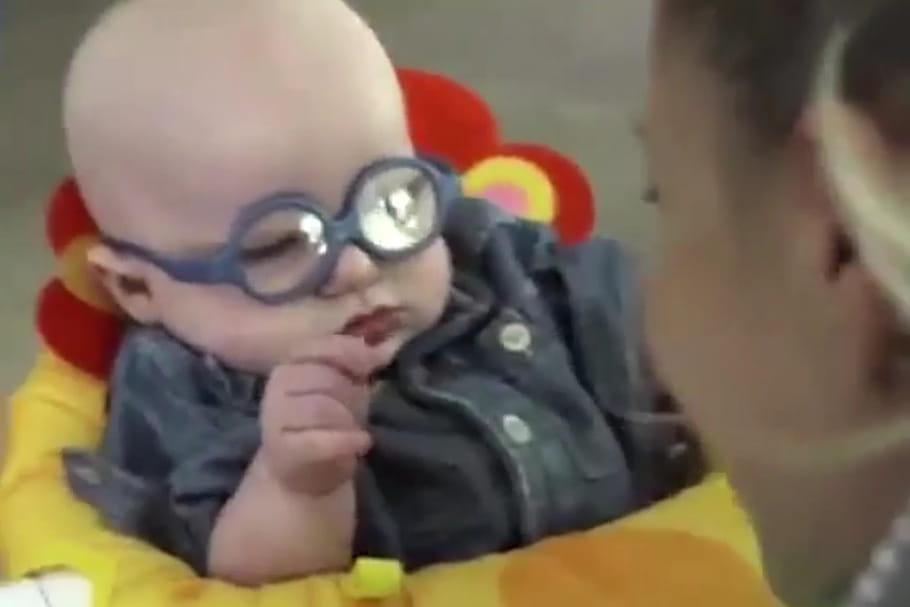Vidéo : un bébé malvoyant découvre sa maman pour la première fois