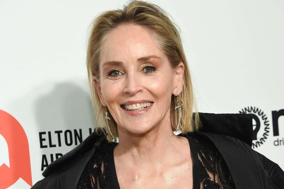 Sharon Stone, abusée par son grand-père, opérée des seins à son insu et violée par la caméra