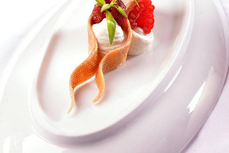 Millefeuille de fruits rouges, crème diplomate à la crème de Bresse