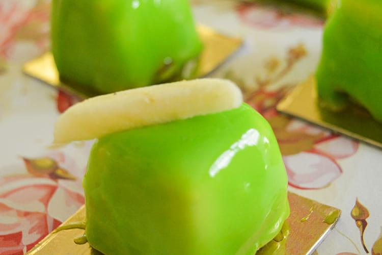 Mignardise bretonne : pommes, palet breton et caramel au beurre salé