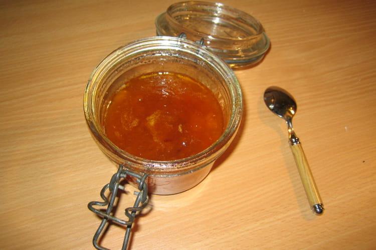 Confiture d'abricots au basilic