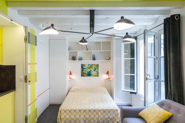 Chambre jaune et blanche