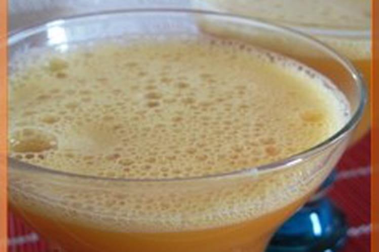 Smoothie orange, banane, fraise