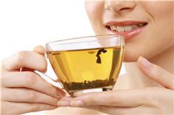 le thé vert peut se déguster chaud ou froid, à tout moment de la journée.