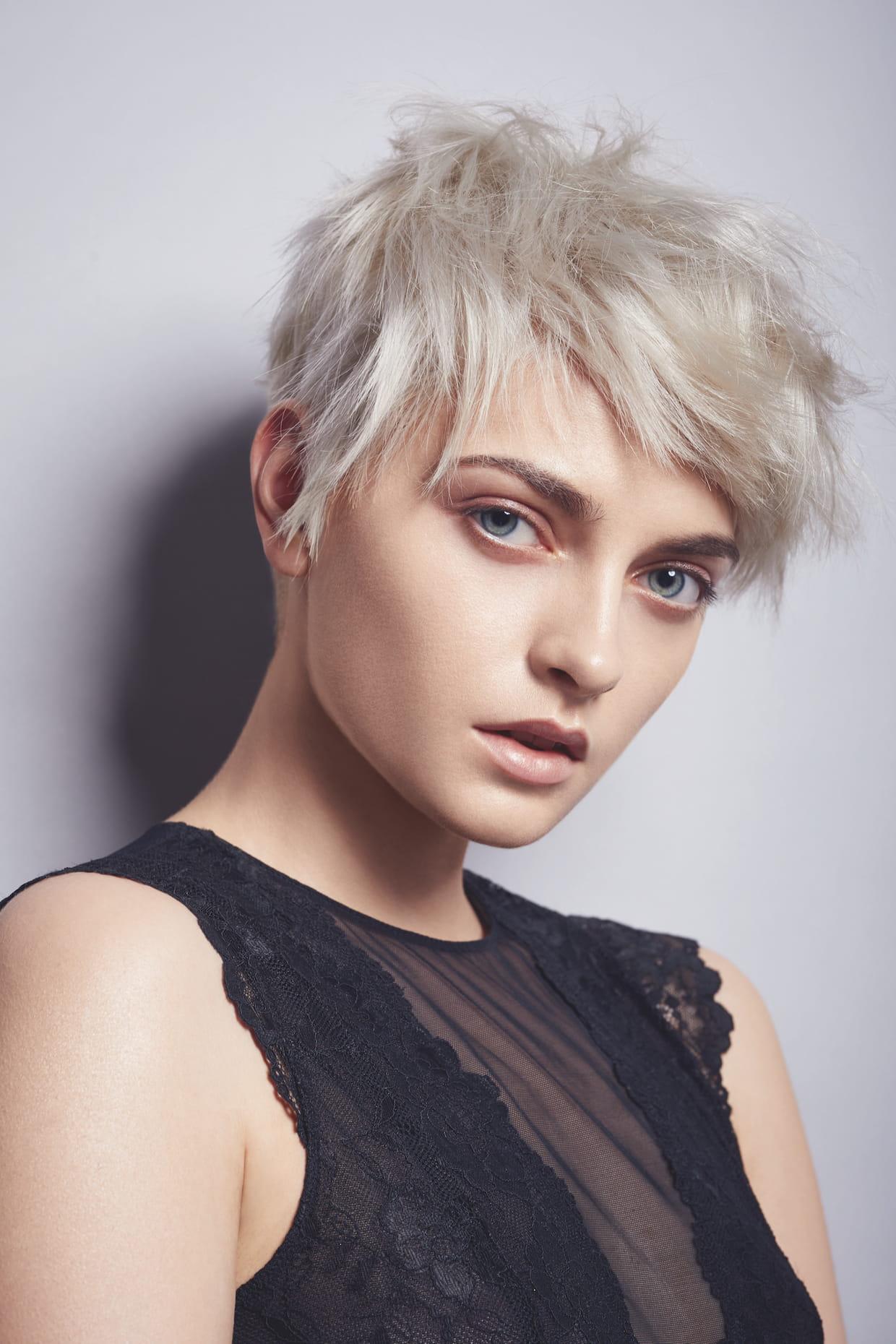 Cheveux blond polaire