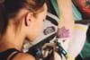 Les aiguilles des tatouages provoqueraient des allergies