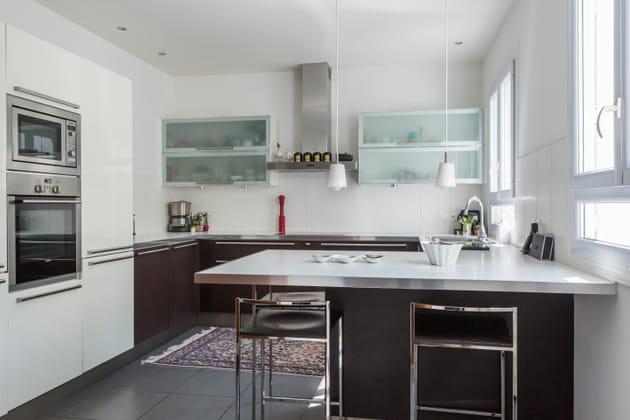 cuisine moderne blanche et marron