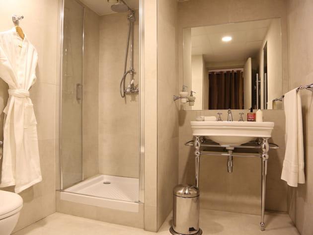 Simplicité de la salle de bains