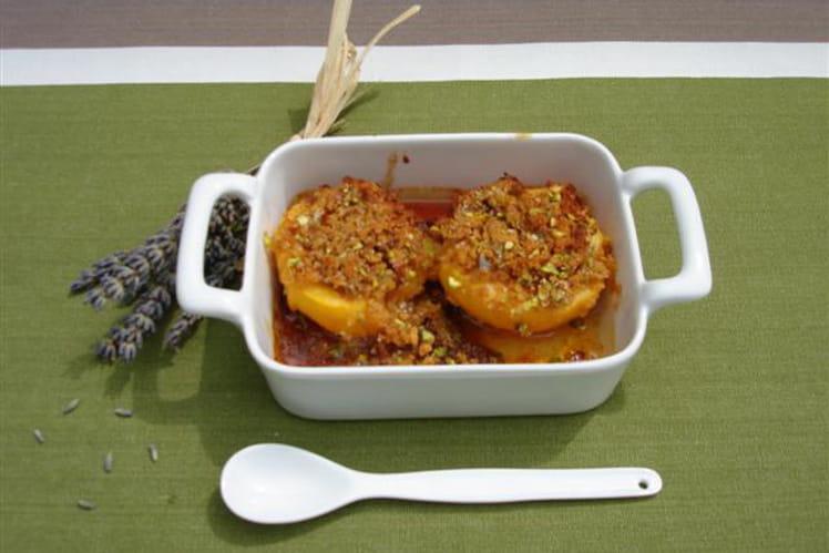 Pêches rôties au pain d'épices et pistaches