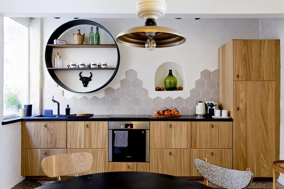 Une cuisine en bois un brin arty