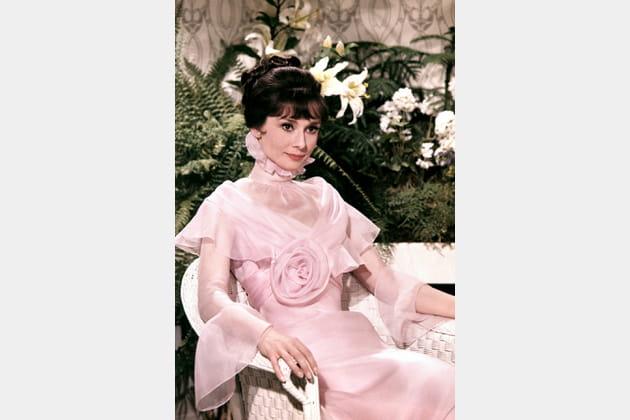 Audrey Hepburn en robe rose