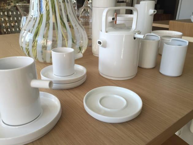 vaisselle en porcelaine aio. Black Bedroom Furniture Sets. Home Design Ideas
