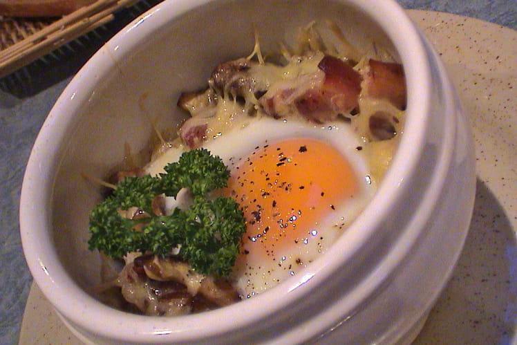 Œufs cocotte aux lardons et champignons
