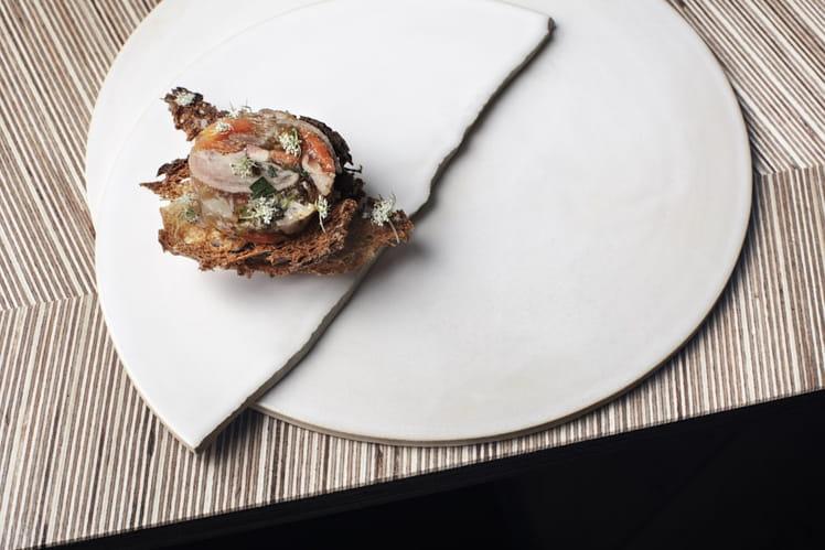 Millefeuille de pieds de cochon et pain de campagne toasté
