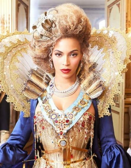 Queen B