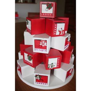 calendrier de l'avent avec boîtes rouge et blanche